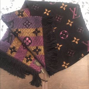 Louis Vuitton Accessories - Auth LV scarf